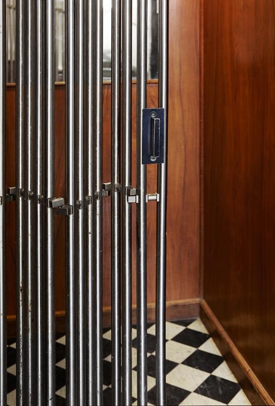 hiss Fantastic Frank Stockholm Fastighetsmäklare
