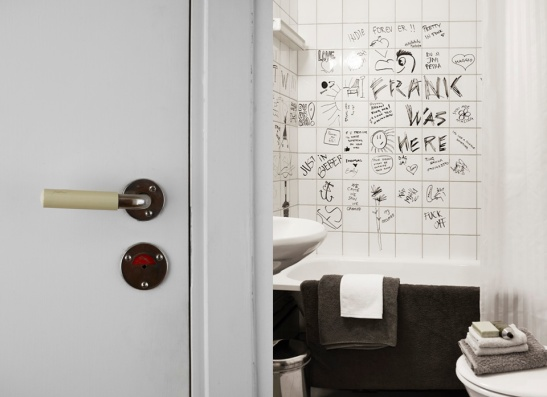Fantastic Frank bathroom