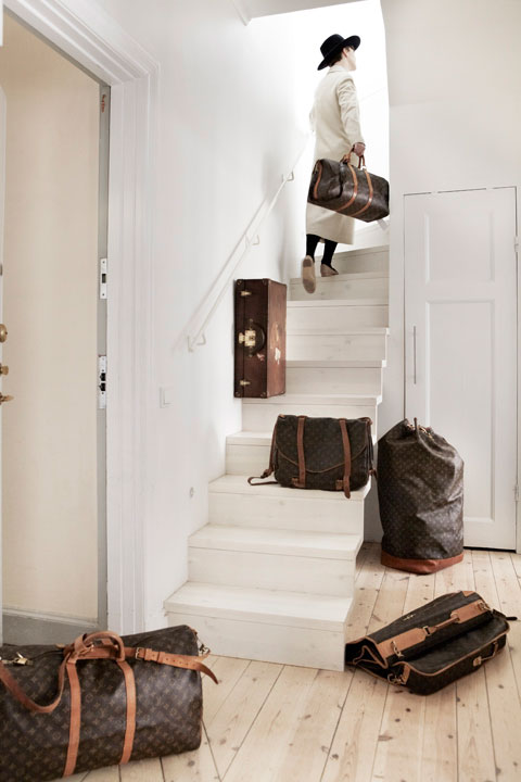 MES DAMES i trappan på Birger Jarlsgatan Fantastic Frank Fastighetsmäkleri
