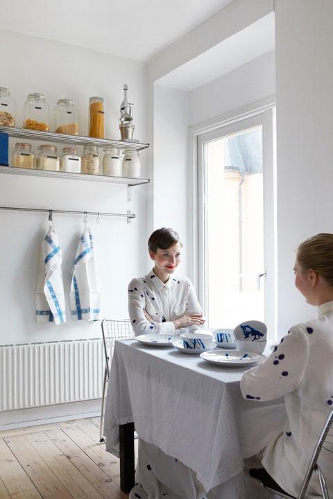 MES DAMES vid köksbordet Birger Jarlsgatan Fantastic Frank Fastighetsmäkleri