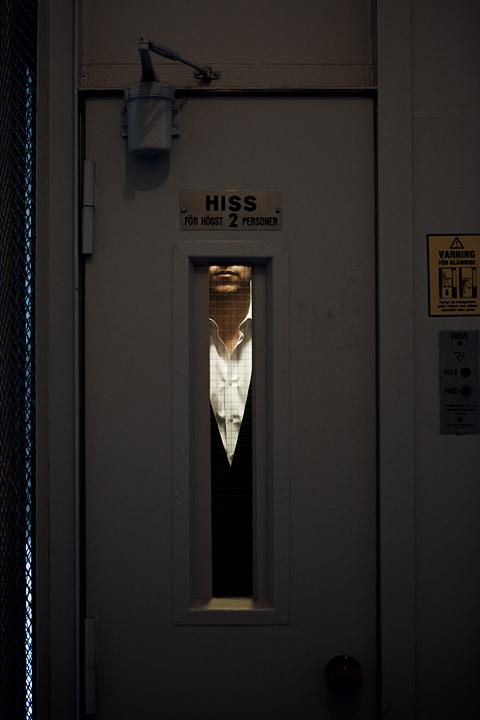 Sofie Sarenbrant Visning pågår - Tomas Backman Fantastic Frank i hissen