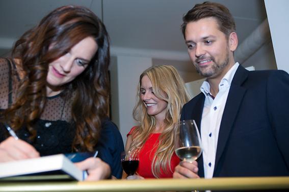 Signering Sofie Sarenbrant releasefest hos Fantastic Frank