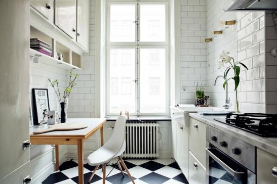 Sofie Sarenbrant Visning pågår Fastighetsmäklare i köket