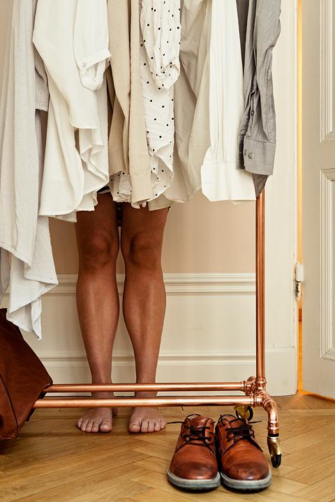 Sofie Sarenbrant Visning pågår - mäklare i klädkammaren