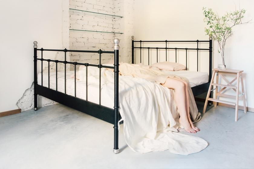 Tomtebogatan säng