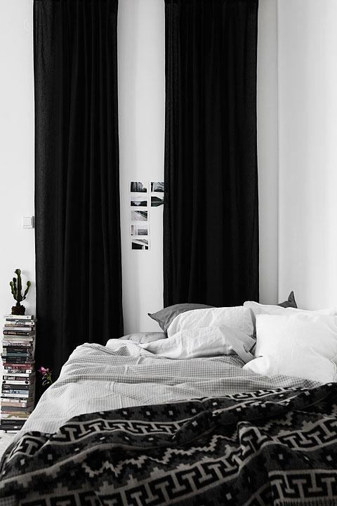Sovrum gardiner säng böcker Långholmsgatan