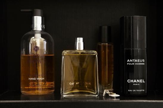 parfym flaskor badrum
