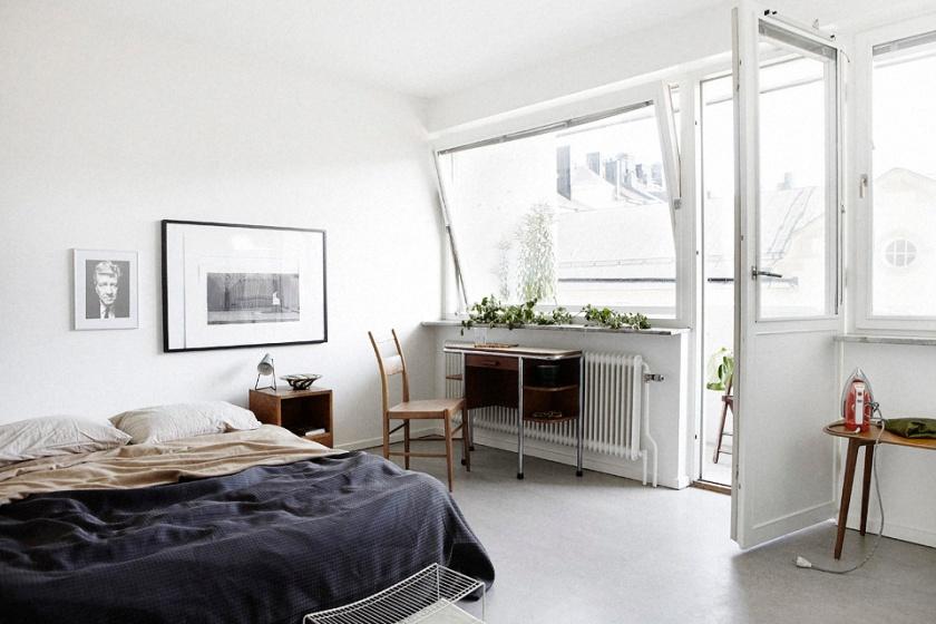 Sovrum säng stol skrivbord