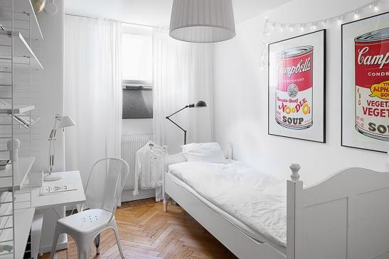 Säng sovrum vitt Andy Warhol konst