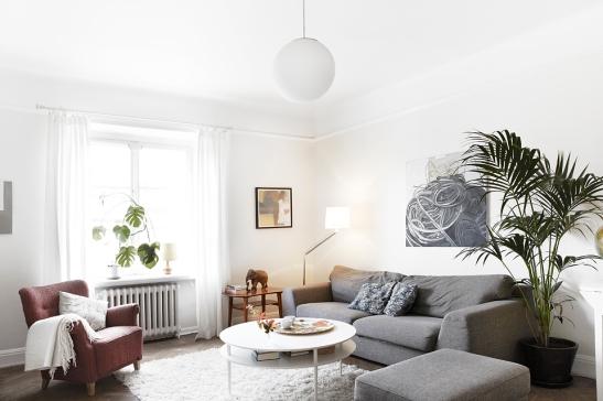 Soffa  soffbord fönster ljus