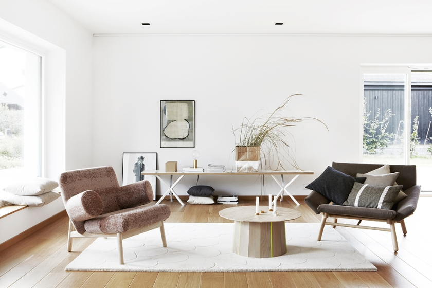 Vardagsrum soffmöbler soffbord soffa växter sidboard konst Fiskarhedenvillan