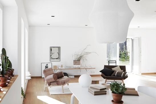 Vardagsrum bord soffa soffmöbler  Fiskarhedenvillan