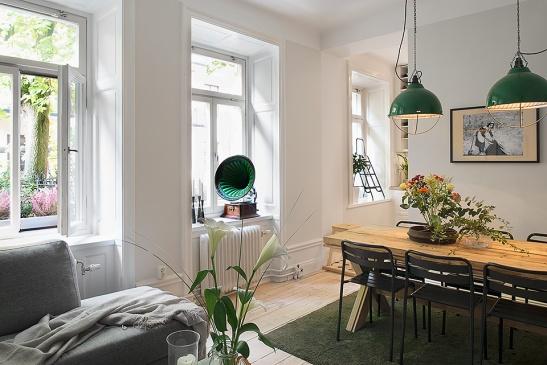 Matbord stolar soffa