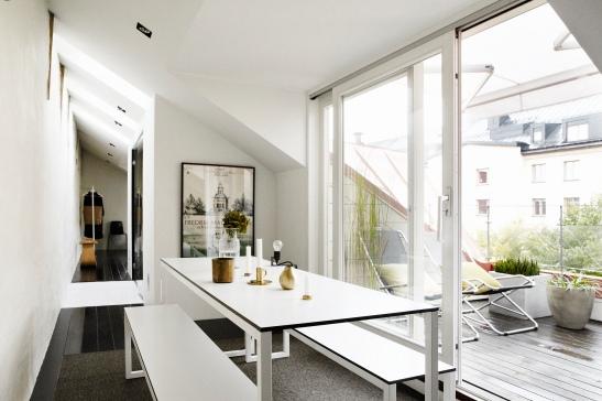 Matbord fönster balkong takvåning