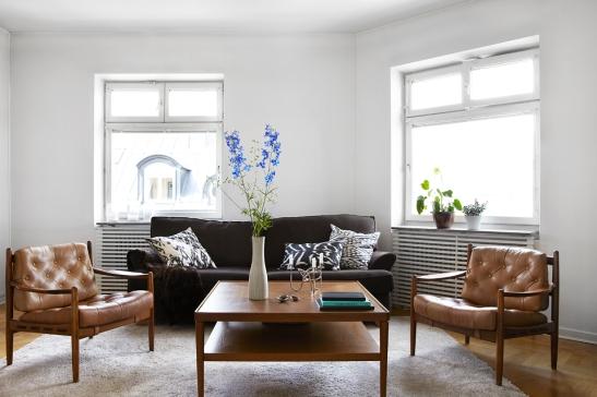 Vardagsrum soffmöbler blommor