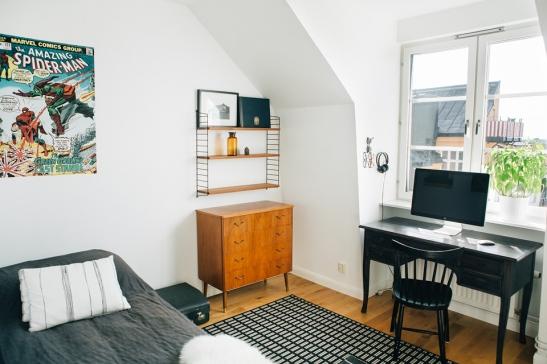 Skrivbord säng byrå
