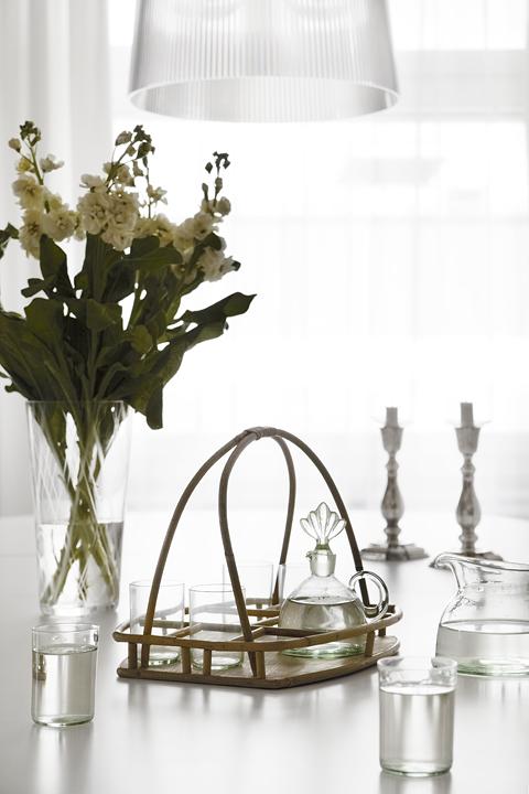 matbord ljus blommor