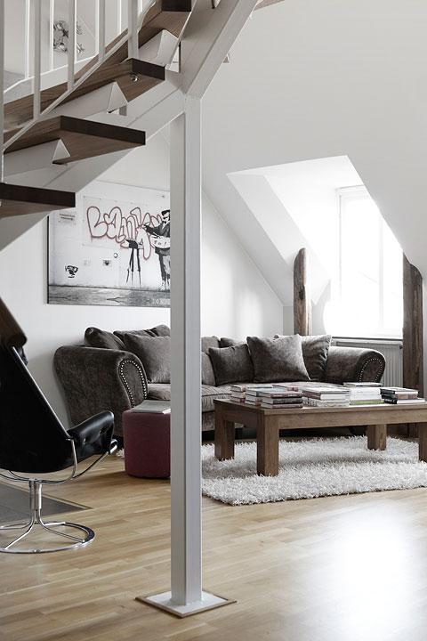 Soffa soffbord takfönster
