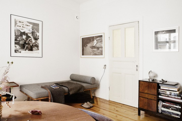 vardagsrum soffa konst byrå