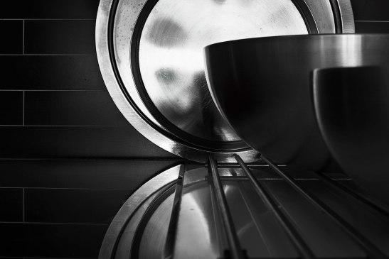 Metall skål svart kök
