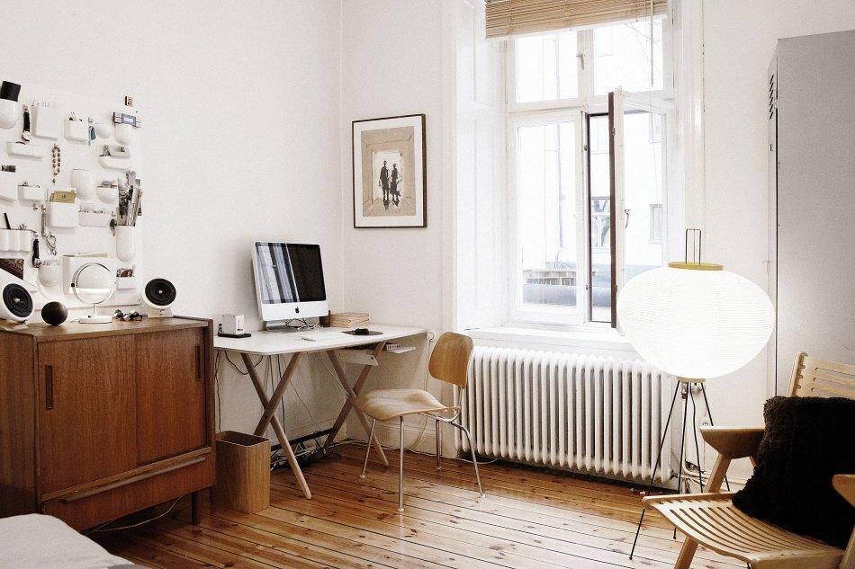 Skrivbord dator fönster sovrum