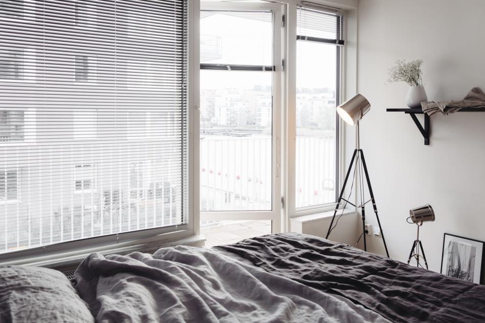 Sovrum stativ lampa utsikt balkong
