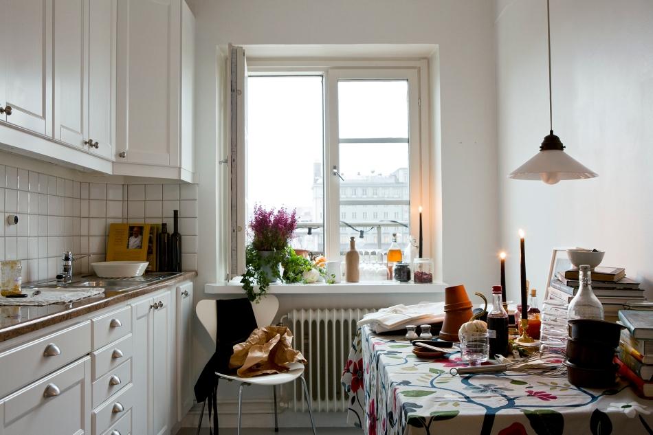 Kök utsikt blommor köksbord