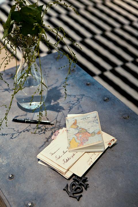 Bord matta blommor brev