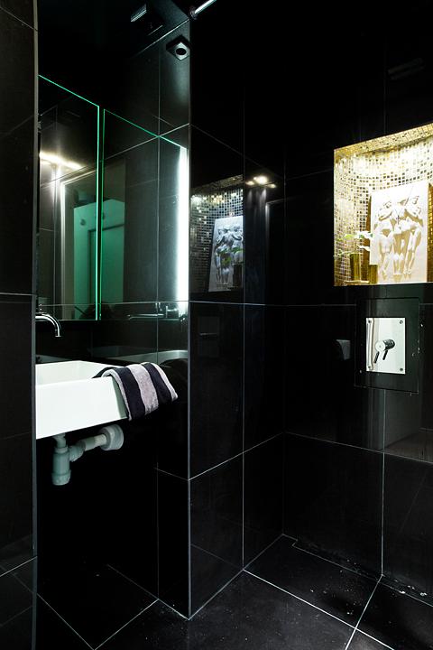 Badrum svart kakel badrum
