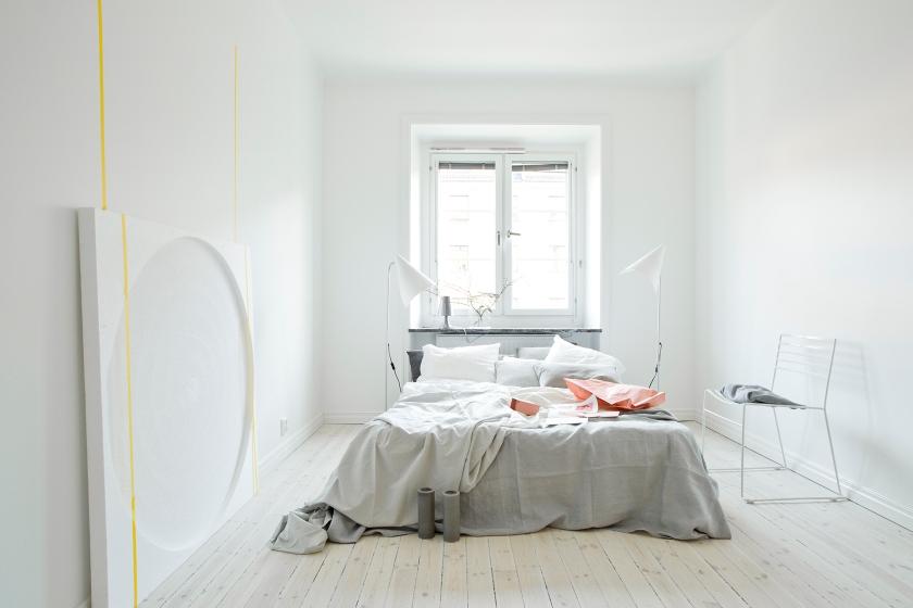 Sovrum säng minimalism