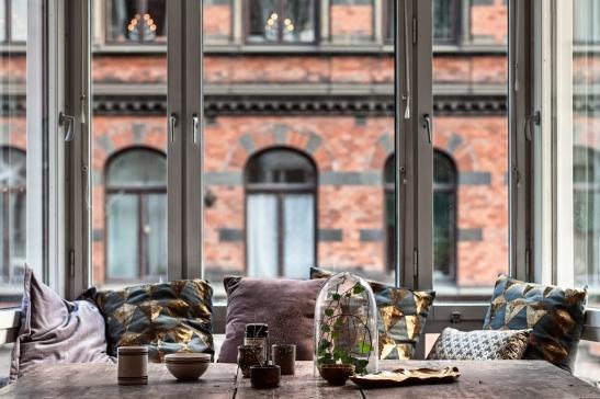 Utsikt östermalm fönster träbord