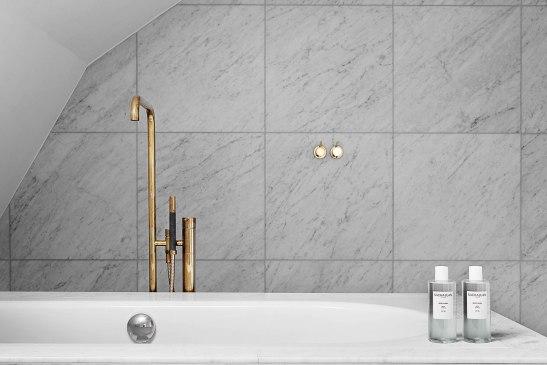 Badrumm badkar marmor