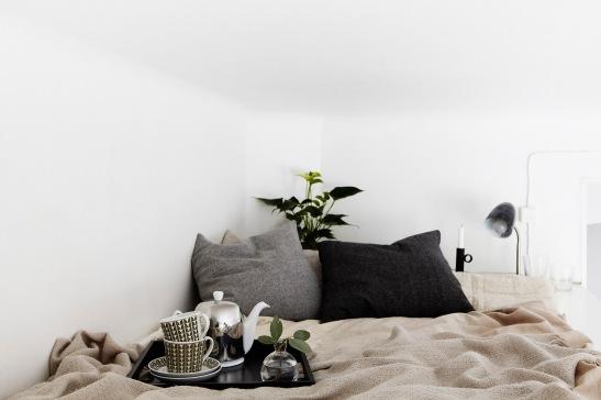 Säng frukost sängkläder loft