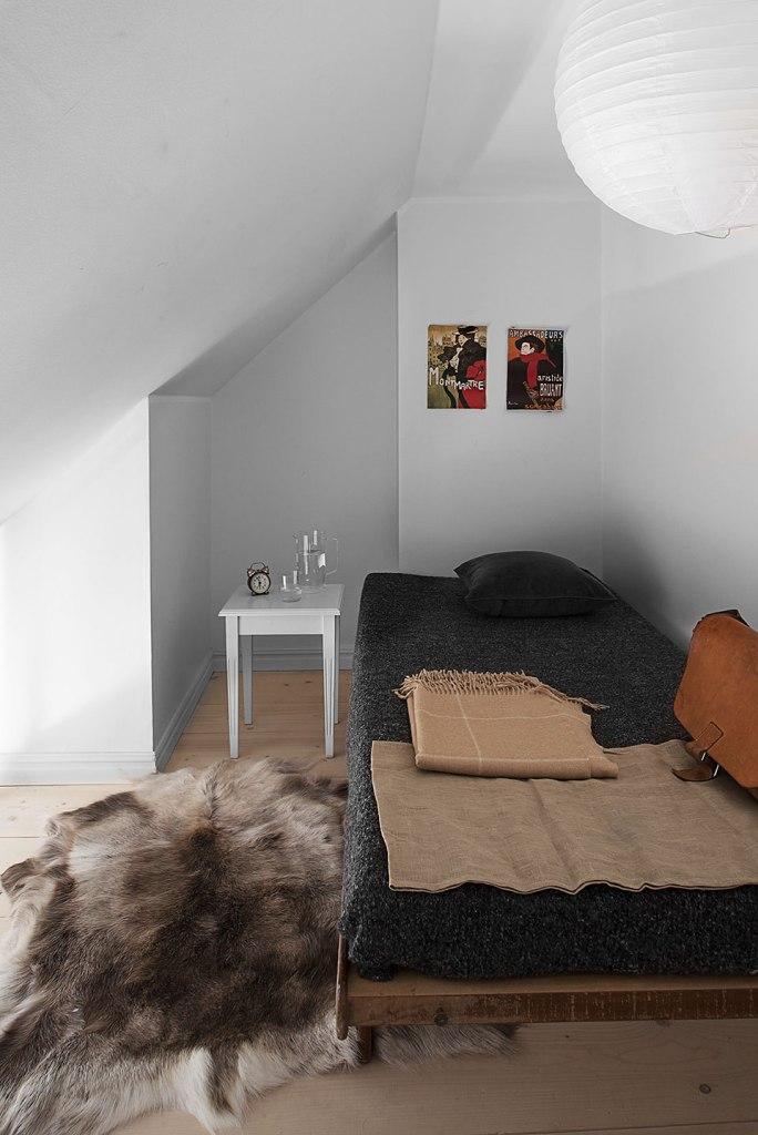 Sovrum säng takvåning