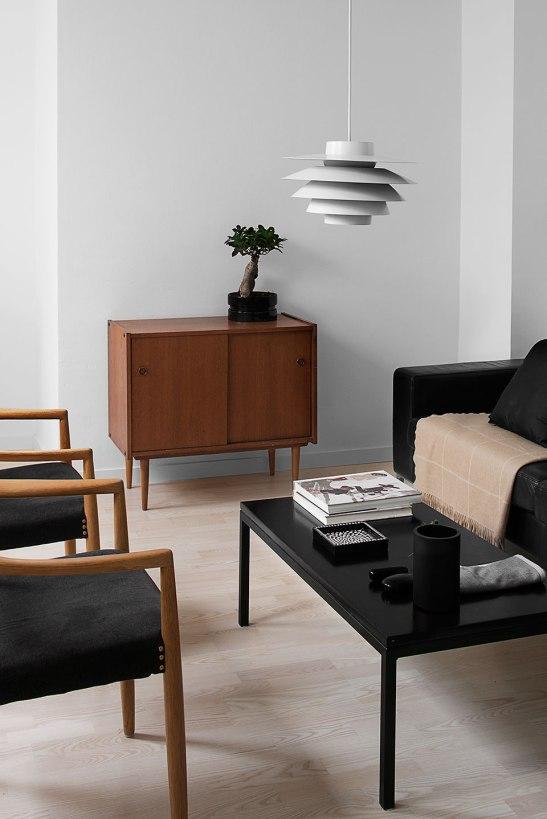 Vardagsrum soffmöbler byrå lampa