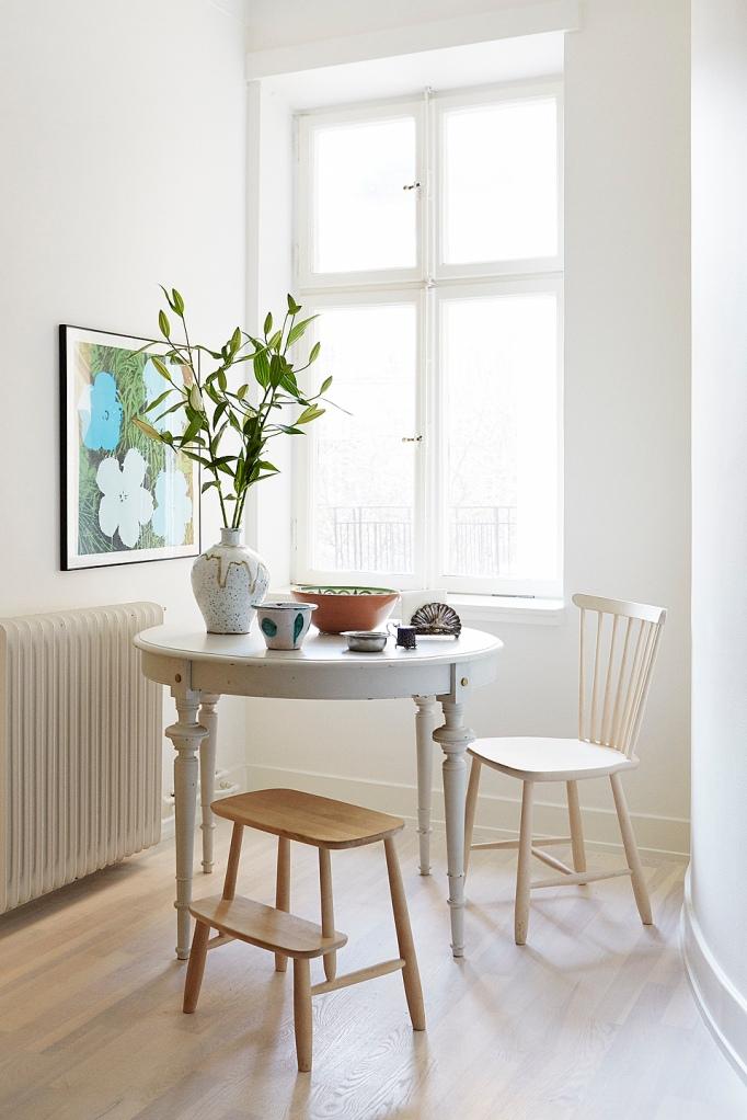 Bord fönster blomma konst