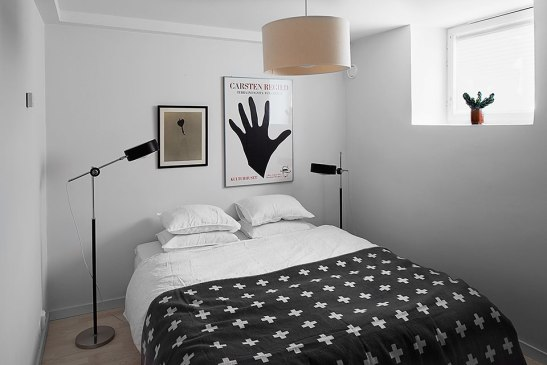 Sovrum Brita Sweden lampa konst sängkläder
