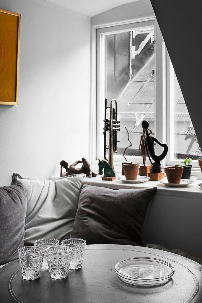 Soffa vardagsrum staty takfönster