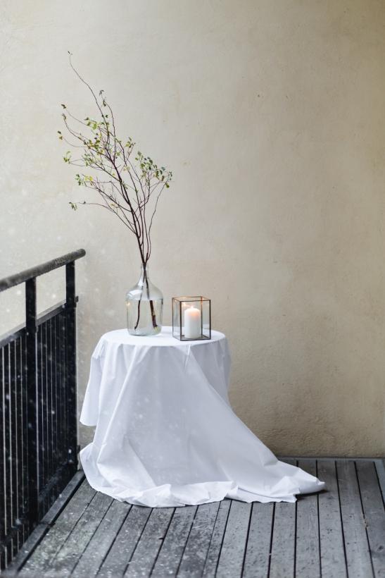 balkong vas ljus blomma