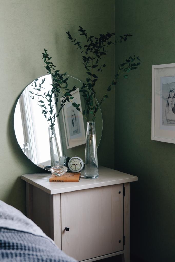 Grönt spegel vas sovrum nattygsbord