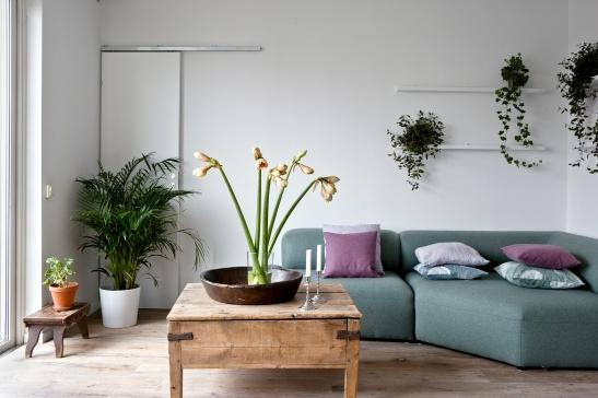 Habitat vardagsrum blommor soffa soffbord