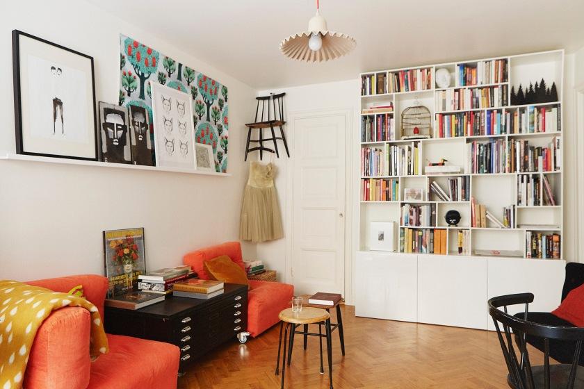 Bardagsrum bokhylla klänning stol fåtölj konst