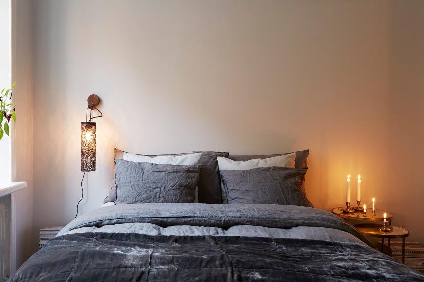 Säng linne sänglampa sovrum
