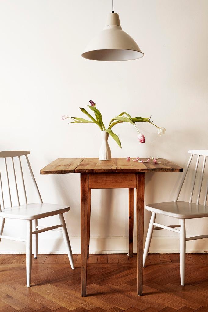 Kök köksbord stolar tulpaner