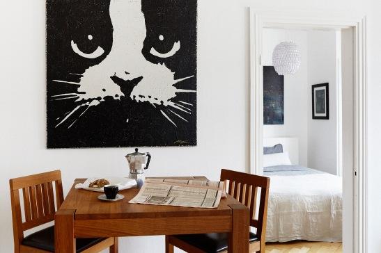 katt konst köksbord sovrum kök