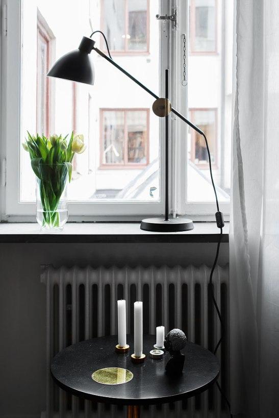 Fönster lampa soffbord