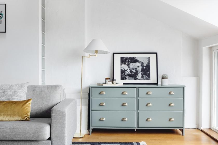 byrå lampa soffa kudde