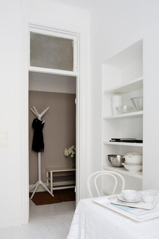 hall vitt klädhängare matbord bokhylla
