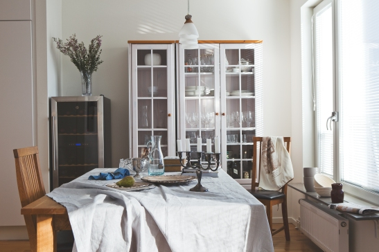 matsal matbord vitrin vinskåp duk