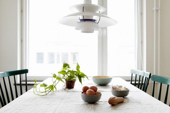 Matbord linneduk lampa mat utsikt